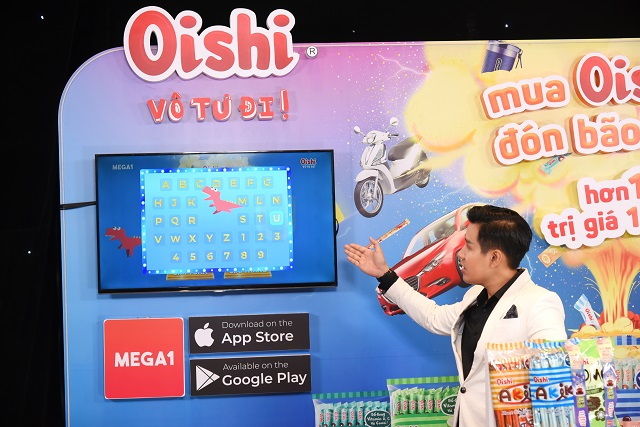 """""""Mua Oishi liền tay – Đón bão quà mê say"""" chính thức trao thưởng chiếc xe hơi Mazda đầu tiên"""